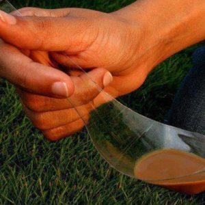 Hvordan lage en skjee av plastflaske?