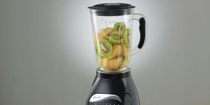 How to wash a blender?